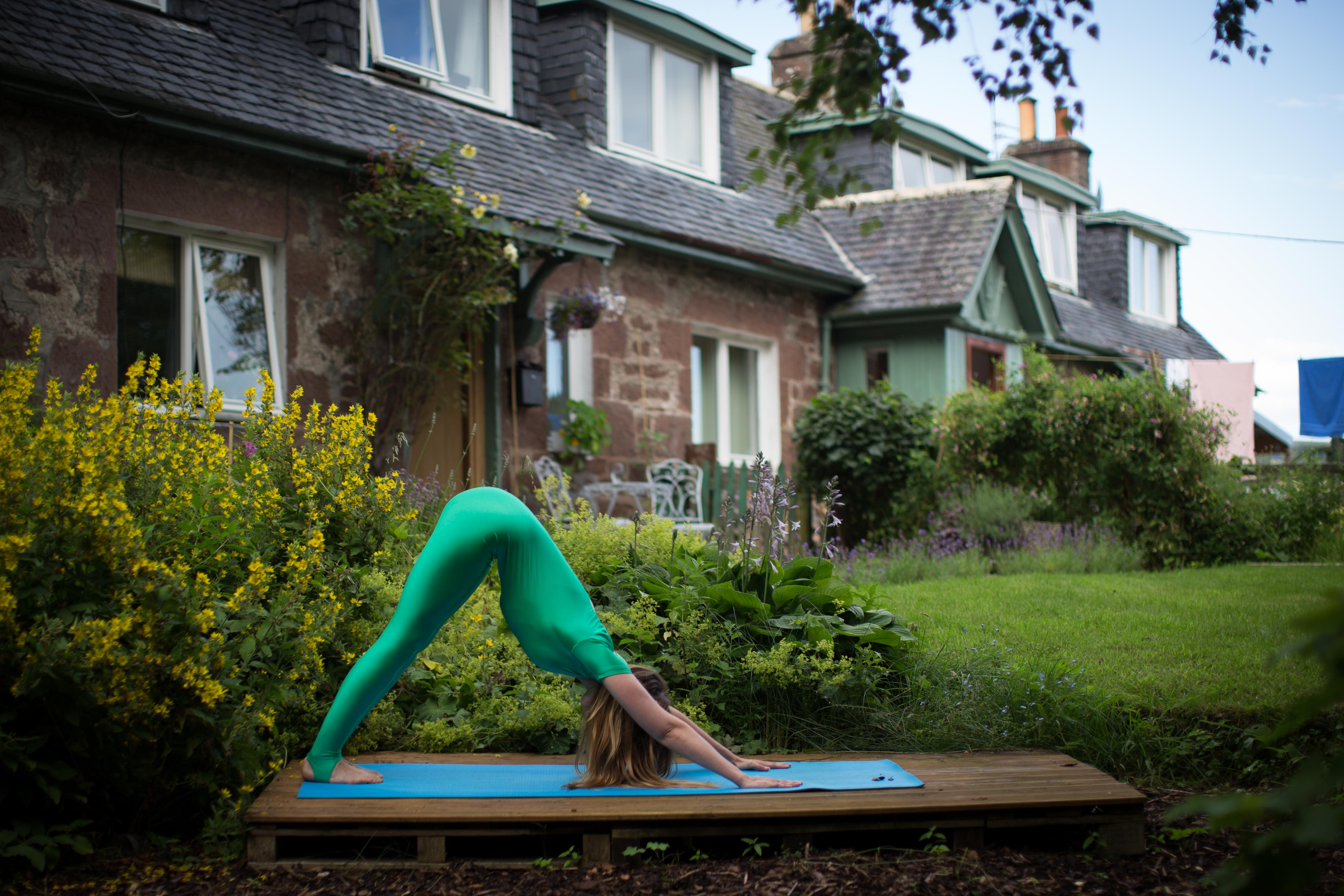 how to do the perfect sun salutation photo blog the way through